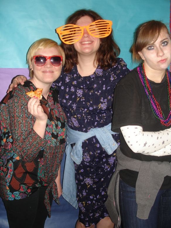 Look at these cute girls embracing their 90s selves with me.